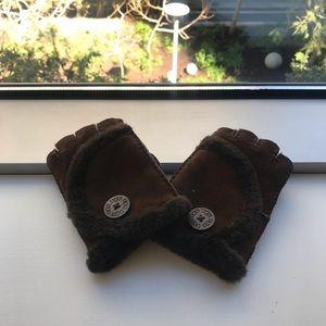 Ugg Fingerless brown gloves NWOT
